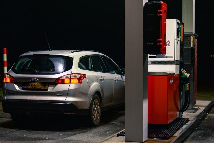 Сколько налогов в литре бензина в России и в США