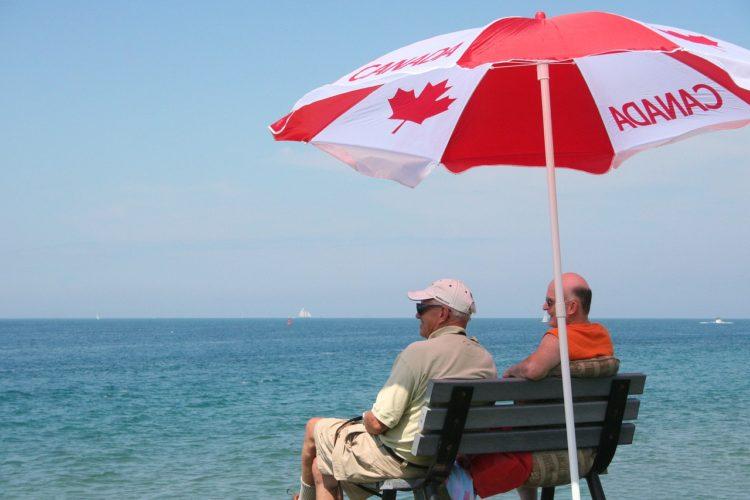 Кто платит за пенсии канадцев