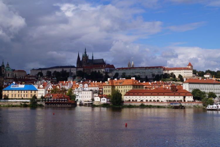 МРОТ и средняя зарплата в Чехии