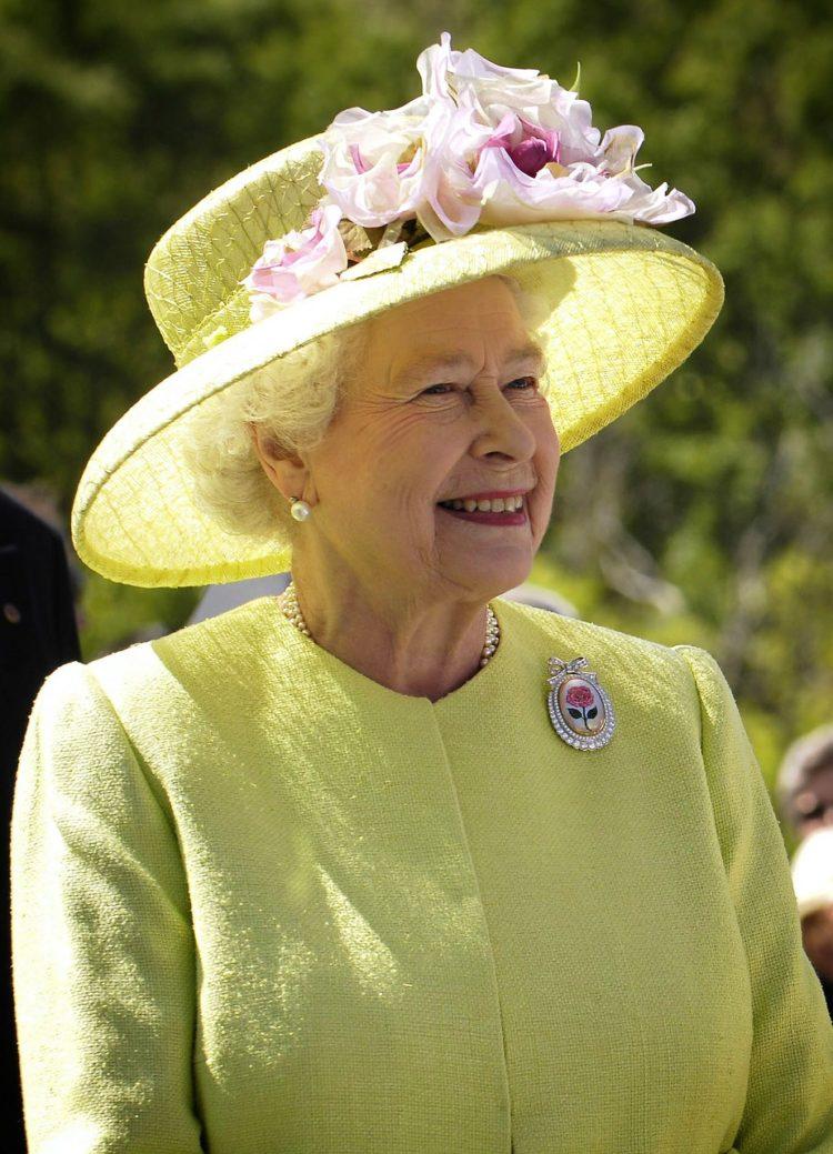 Английская королева не получает пенсию
