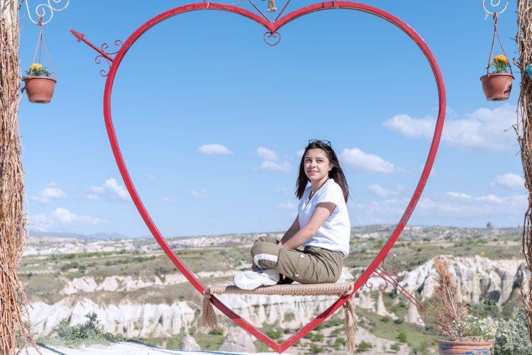 Молодые девушки в Турции – получатели пенсии