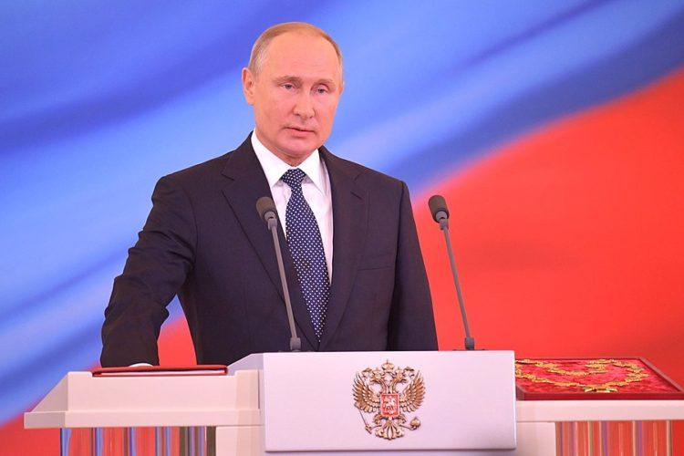 Путин клянется соблюдать Конституцию РФ