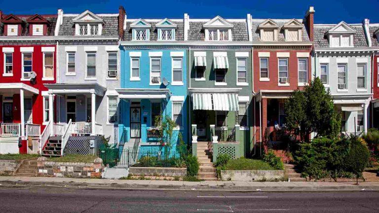 Дом с минимальной землей и общей стенкой с соседями в Вашингтоне