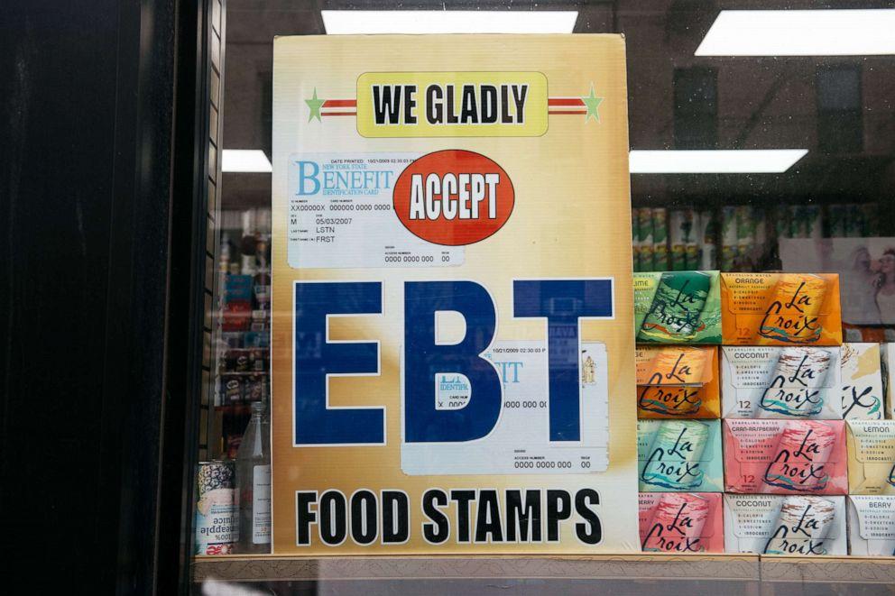 На магазинах, принимающих продуктовые карточки в США, всегда есть подобная вывеска