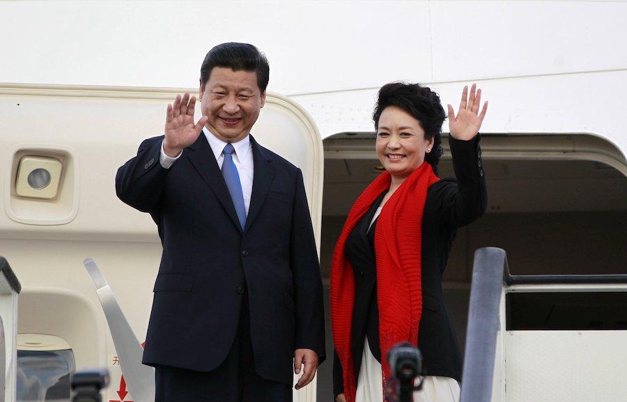 Си Цзиньпин с супругой Пэн Лиюань