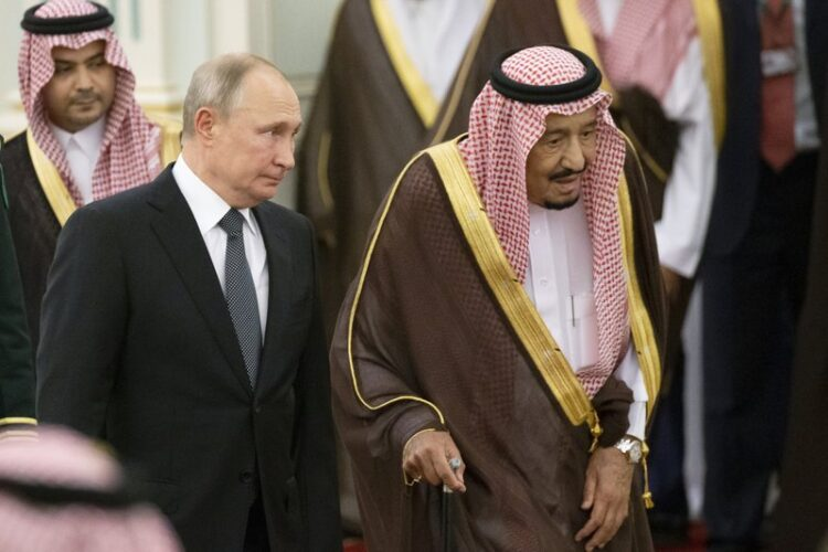 Король Саудовской Аравии Салман ибн Абдул-Азиз Аль Сауд и Владимир Путин