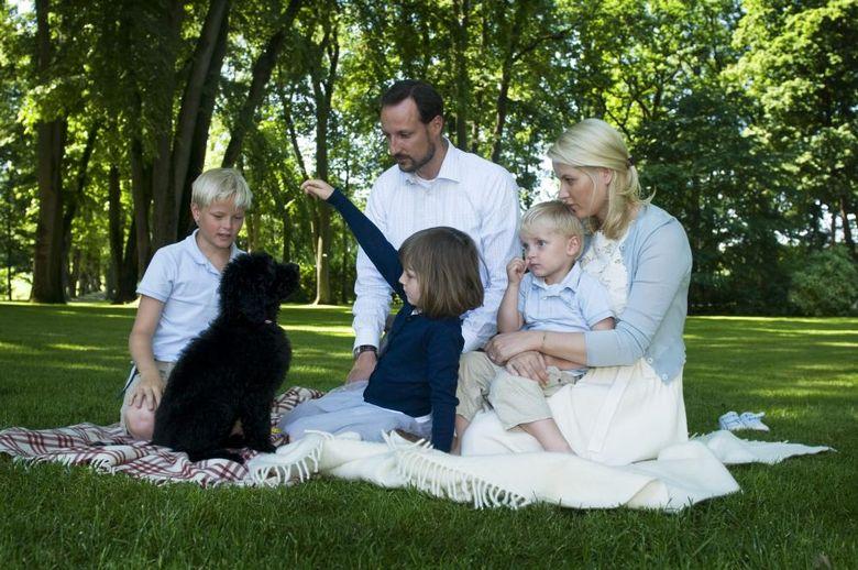 Наследный принц Норвегии с семьей