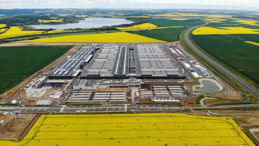 Завод по производству электродвигателей и аккумуляторов в Яворе, Польша