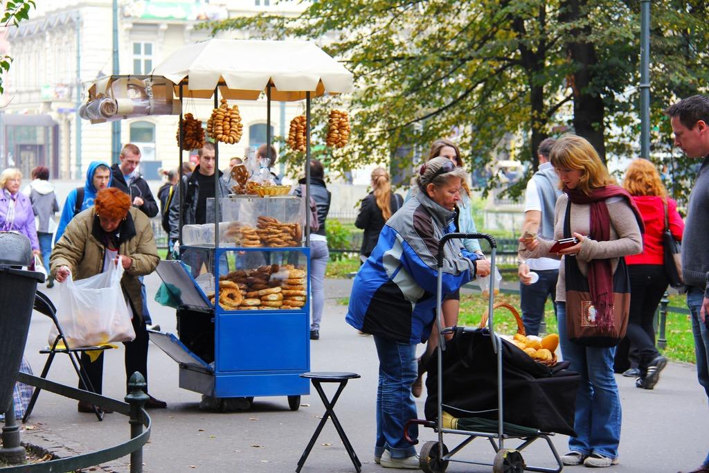 Польша, продажа выпечки на улице